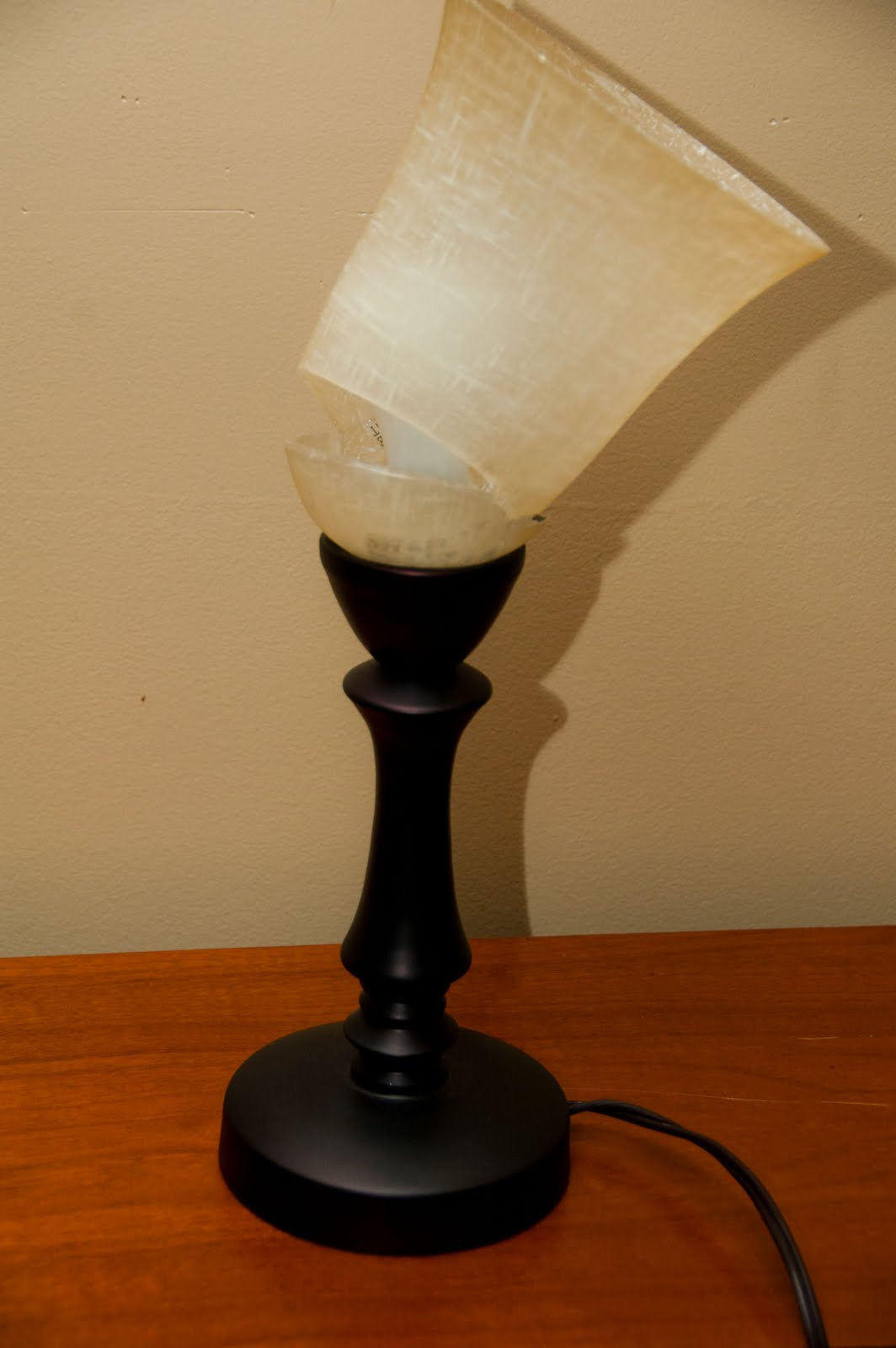How to fix a broken lamp with instant glue