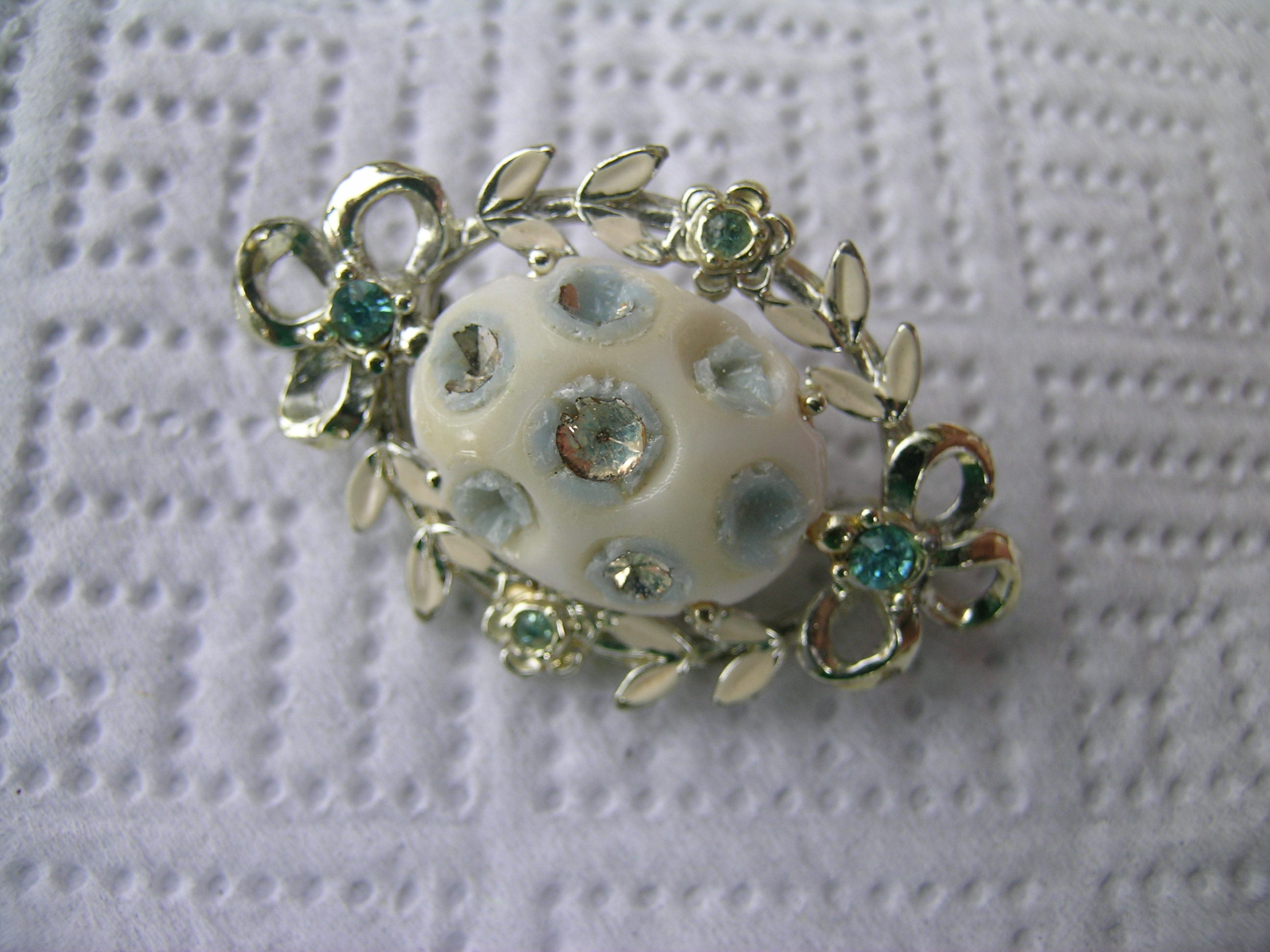 How to repair a brooch pin with missing jewels
