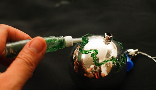 How to repair broken old Christmas tree decorations